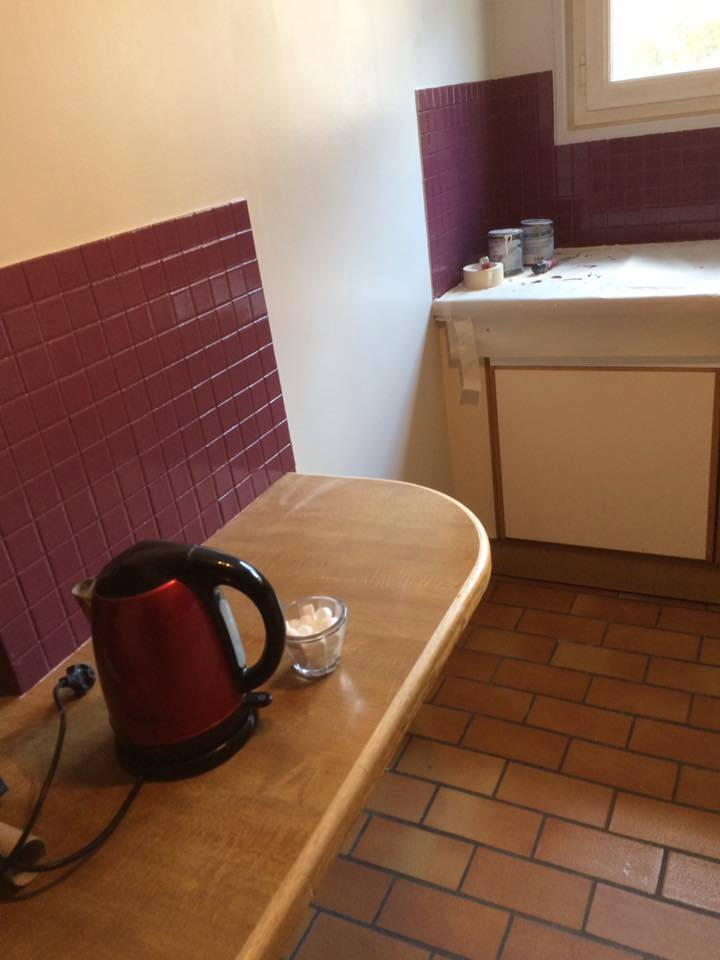 cuisine, mur et peinture sur carrelage