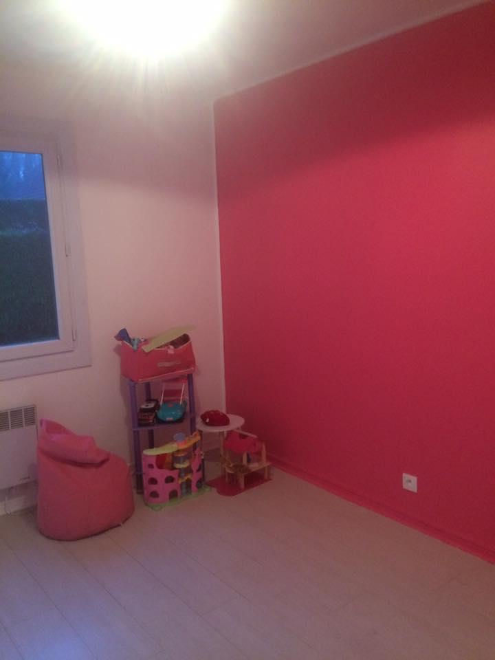 chambre mur teinté rose