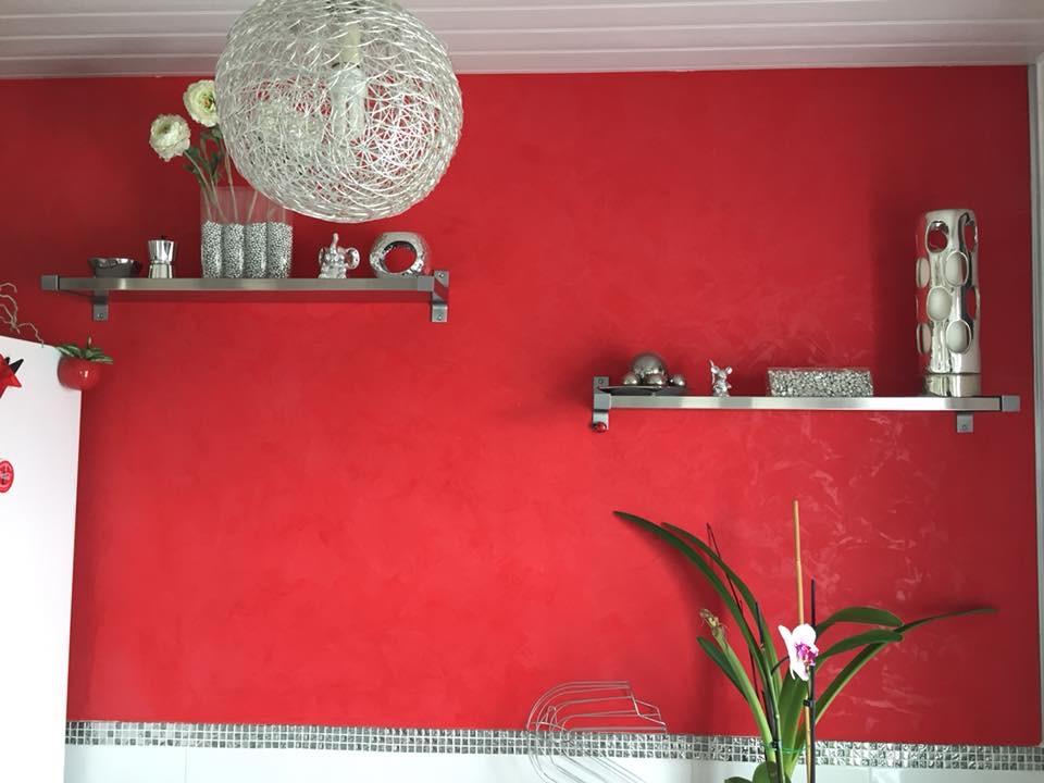 stuc rouge avec vernis finition 1
